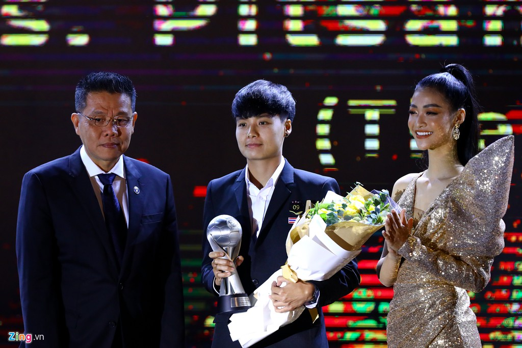 Ngoài 2 vị trí đội hình tiêu biểu, người Thái dành thêm 7 danh hiệu khác