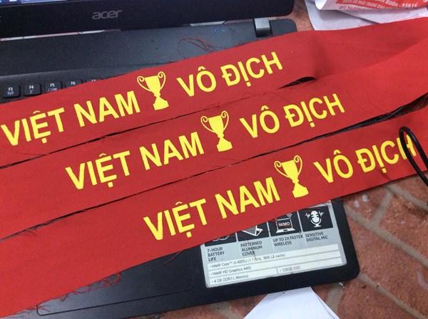 huong-dan-cach-lam-bang-ron-co-vu-bong-da-cuc-ky-don-gian